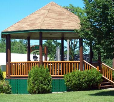 A picture of the gazebo in the Town of Florence Park